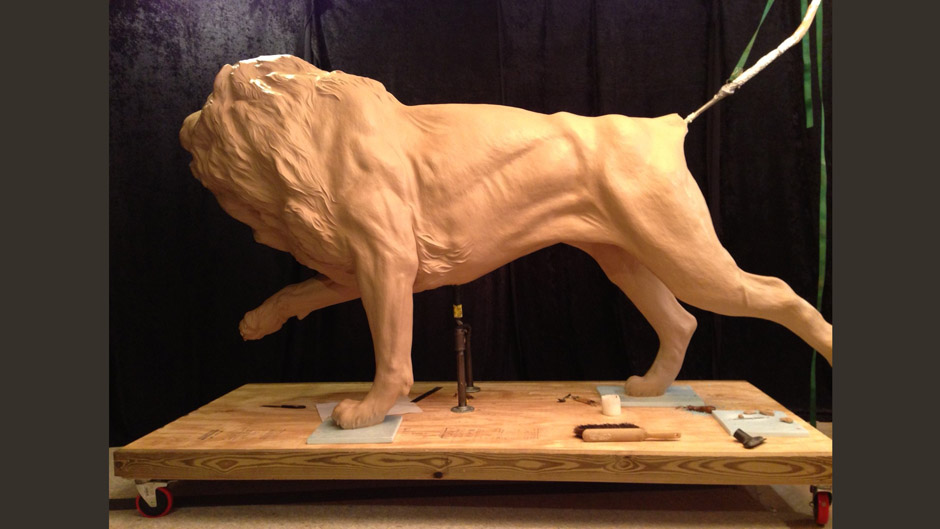 Aaron Yount monumental lion clay